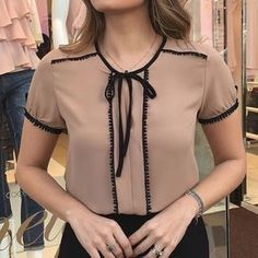 DIY Fashion Ideas – What you Need to be Creative – Designer Fashion Tips Work Fashion, Diy Fashion, Fashion Outfits, Womens Fashion, Blouse Styles, Blouse Designs, Do It Yourself Fashion, Cool Outfits, Couture