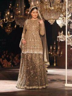 #LFW2016 - Kareena Kapoor Khan With a Baby Bump Walks Like a Stunning Queen for Sabyasachi - Eventznu.com