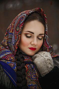 russian shawl 53 wool with silk fringe genuine by LibelluleDO Russian Beauty, Russian Fashion, Russian Style, Women's Fashion, Style Russe, Arabian Women, Floral Headdress, Beautiful Flowers Pictures, Russian Culture