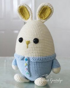 A free crochet pattern of Eggster Bunny. Do you also want to crochet Eggster Bunny. Read more about the Free Crochet Pattern Eggster Bunny. Crochet Easter, Easter Crochet Patterns, Holiday Crochet, Crochet Bunny, Crochet Gifts, Crochet Dolls, Free Crochet, Crochet Turtle, Amigurumi Free