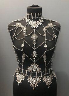 Crystal Body Jewelry Erin, Rhinestone Harness - Those Accessoriez Cute Jewelry, Body Jewelry, Bridal Jewelry, Jewelry Accessories, Fashion Accessories, Jewelry Design, Jewelry Stand, Tiffany Jewelry, Street Style Boho