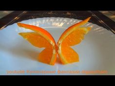Awesome Butterflies of orange ! Art in fruits. inspirideen Awesome Butterflies of or Fruit Decorations, Food Decoration, Deco Fruit, Fruit Garnish, Food Art For Kids, Creative Food Art, Fruit And Vegetable Carving, Food Carving, Food Garnishes