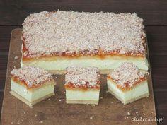 Biszkopt przekłądany delikatną masą serową ze śmietanką i galaretką cytrynową, pokryty dżeme brzoskwiniowym i prażonym kokosem, sprawdzi się na każdą okazję