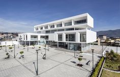 Unidad de Garantías Penales Ambato  / Arquitectura X + Espinoza Carvajal + Colectivo Arquitectura
