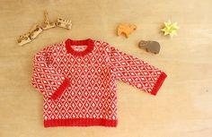 nunocoto// これは、私が生まれたときに着せてくれていたセーター。機械編みが得意だった母の手作りです。私も娘に着てもらいました。今見ても可愛い模様と色。