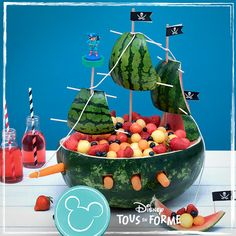 - Kindergeburtstag rezepte - gateaux et desserts Watermelon Carving Easy, Winter Melon Soup, Comida De Halloween Ideas, Watermelon Fruit Salad, Creative Food Art, Breakfast Plate, Food Carving, Food Garnishes, Pirate Birthday