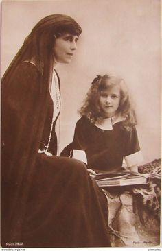 Queen Marie of Romania with her youngest daughter, Princess Ileana. Michael I Of Romania, Romanian Royal Family, Maud Of Wales, Victorian Life, Royal House, Royal Weddings, Queen Victoria, Vintage Girls, Old Photos