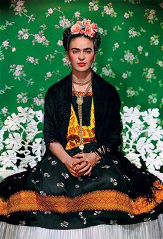 Frida Kahlo posa para Nickolas Muray em 1938 (Foto: Gelman Collection)