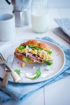 SCRAMBLED EGG CROISSANT WITH CHAMPAGNE HAM, ROCKET & GOATS CHEESE