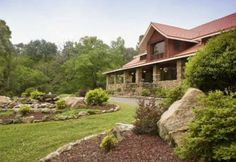 Hilltop Manor Bed & Breakfast #bedandbreakfast #hotsprings #arkansas