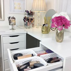 A new video is up on my channel where I'm sharing my everyday makeup drawer for February 😊💕 Link in my bio 😘💕 #makeupstorage #makeupcollection #everydaymakeup #homedecor #makeupvanity