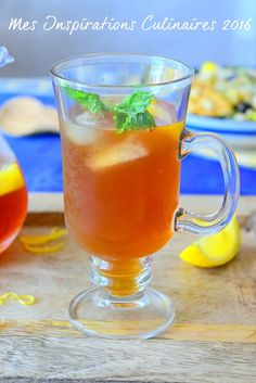 Thé Glacé a la menthe / How to make ice tea Juice Drinks, Yummy Drinks, Cocktail Fruit, Island Food, Detox Tea, Iced Tea, Cooking Time, Summer Recipes, Food Dishes