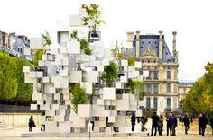"""Sou Fujimoto, """"Many Small Cubes"""", Jardins Des Tuileries. Installazione d'arte nata dall'aggregazione di un modulo cubico. Può essere riproposta a scala di edificio?"""