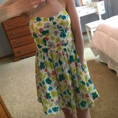 Floral print American Eagle dress! Floral print American Eagle dress. Length a little above the knee. Flowers are blue, teal, grey, coral, and yellow. Lined on the inside. The straps cross in the back and then tie into a bow. The back has an elastic panel. Sweetheart neckline. Barely worn! Great shape! Love the product but not the price? Make an offer, I'll consider all offers :) American Eagle Outfitters Dresses