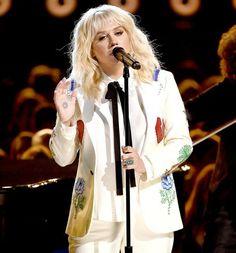 Olá internautas, como vocês bem sabem ontem ocorreu o Billboard Music Awards, que é uma premiação por parte da Billboard, e como toda premiação que preste, teve muitas performances muito maravilh…