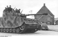 Panzer IV tank and crew of German 12th SS Panzer Division 'Hitlerjugend' in Belgium or France 1943. Credit: Bundesarchiv Bild 101I-297-1722-29 Kurth.
