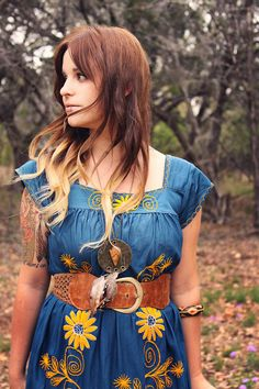 Laura Michelle of Roots & Feathers - creator, dreamer, photographer, earth child