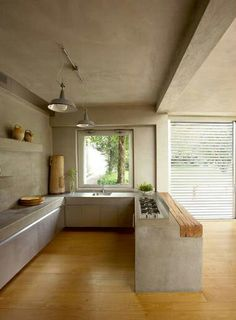 Harmony: Although there are 2 materials/textures in this area, the unity of concrete and wood is very harmonious.