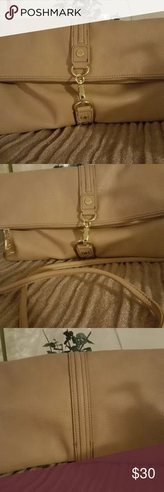 🦋Sale🦋Steve Madden convertible clutch Tan with gold clamps and zipper Approx 10-12 inches wide Soft leather Flaps over and hooks  Removable strap  Used only once or twice Steve Madden Bags Crossbody Bags