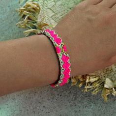 Freundschaft Armband In Hot Neons Rosa Freundschaft Armband handgewebter Armband Ibiza Style Armband Neon Pink und Gold Arm Candy Gift For Her