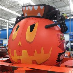 Double-Pallet Reese's Angry-Pumpkin Promotion – Fixtures Close Up