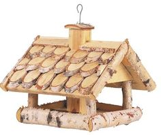 Mangeoire oiseaux en bouleau Both realistic and fancy, the bird feeder wood sublime craftsmanship. Rustic Crafts, Cork Crafts, Wooden Crafts, Wooden Bird Feeders, Bird House Feeder, Homemade Bird Houses, Bird Houses Diy, Wood Projects, Woodworking Projects