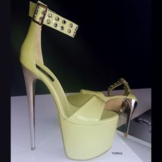 Platform Sandals - Tips To Successfully Owning Many Great Shoes Hot High Heels, Platform High Heels, Sandals Platform, Metallic High Heels, Olympia Shoes, Pantyhose Heels, Fancy Shoes, Shoes Heels, Stiletto Heels