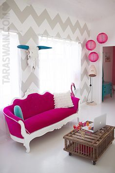 i love everything about this room // hot pink // grey chevron // turquoise accents