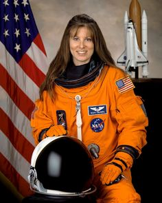 Tracy Caldwell Dyson (August is an American chemist and NASA astronaut. Nasa Space Program, Space Launch, Female Pilot, Nasa Astronauts, Military Women, Space Station, Space Shuttle, Space Travel, Space Exploration