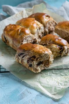 Super weiche Schoko Brötchen, die alle lieben - Welcome to our website, We hope you are satisfied with the content we offer. Bread Recipes, Baking Recipes, Cake Recipes, Vegan Recipes, Dessert Recipes, Desserts, Baking Ideas, Party Dishes, Health Snacks