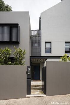 Paddington Terrace by hungerford+edmunds architects Photography by Tom Ferguson The Effective Pictures We Offer You About perforated facade A quality picture can tell you many things. Exterior Gris, Exterior Color Schemes, Exterior Paint Colors For House, House Color Schemes, Paint Colors For Home, Modern Exterior, Stucco Exterior, Exterior Design, Modern House Colors