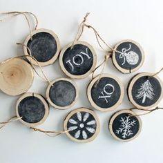 tags di legno con lavagna