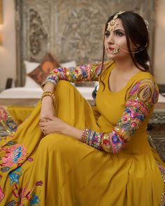 Indian Fashion Modern, Latest Indian Fashion Trends, Indian Bridal Fashion, Indian Fashion Dresses, Indian Designer Outfits, Indian Outfits, Indian Clothes, Embroidery Suits Punjabi, Embroidery Suits Design