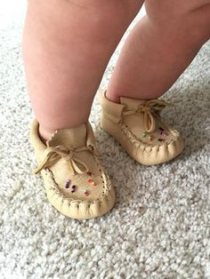 Best Indoor Garden Ideas for 2020 The number of internet users who are looking for… Toddler Moccasins, Baby Moccasins, Beaded Moccasins, Leather Moccasins, Baby Moccasin Pattern, Native American Moccasins, Earth Shoes, Native Shoes, Leather Projects