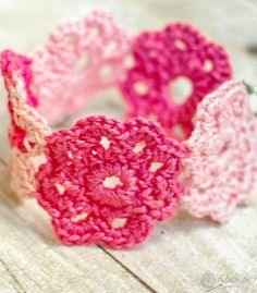 Pretty little flower bracelet pattern. Free too! #crochet #flower #bracelet #pattern