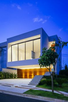 Designed by Arquitetura Design, this house is located in São Paulo, Brazil. The house plan tends to an L shape, enabling greater integration between t Architecture Résidentielle, Beautiful Architecture, Contemporary Architecture, Home Building Design, House Design, Design Exterior, Beautiful Homes, Gallery, Home Plans