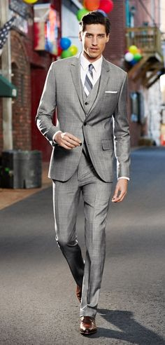 Men's business casual allows you to explore new styles, colors and textures. Here are some ways to expand your business casual wardrobe.