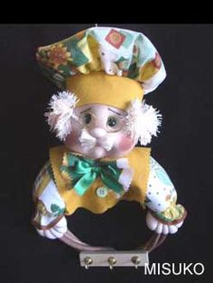 LÍNEA COCINA Doll Crafts, Gnomes, Ideas Para, Diy And Crafts, Teddy Bear, Dolls, Animals, Fabric Dolls, Long Hairstyles