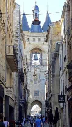 France Travel Inspiration - La Grosse cloche, Bordeaux, France