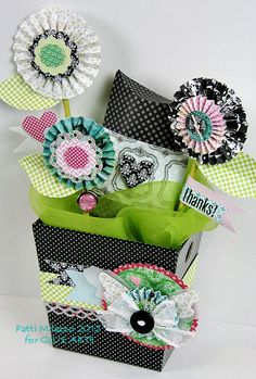 Would be cute with money flowers!