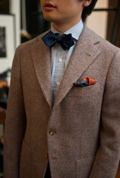 Oooh more fun bow-ties and the blue and orange pocket square is a sweet finishing touch against this brown wool jacket.
