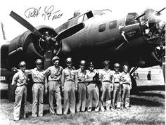 """""""Memphis Belle"""" and the victorious crew Navy Aircraft, Ww2 Aircraft, Military Aircraft, Ww2 History, Military History, Gi Joe, Memphis Belle, Fighter Pilot, Nose Art"""