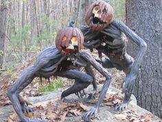 Spooktacular Outdoor Halloween Decorations Ideas for 2019 - Scary Crafts Casa Halloween, Outdoor Halloween, Halloween Horror, Holidays Halloween, Halloween Pumpkins, Samhain Halloween, Halloween Forum, Halloween Wishes, Halloween Tattoo