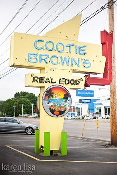 Cootie Brown's. Cooties were always a bad thing when I was a kid… --Johnson City Johnson City Tennessee, China Vacation, Places Ive Been, Places To Visit, Late Night Dinner, Farm Stay, Tri Cities, East Tennessee, Great Restaurants