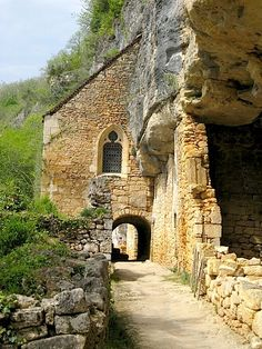 Church built into the rock ~ Vezère Valley ~ Dordogne ~ France Aquitaine, Toulouse, The Rock Photos, Places To Go, The Places Youll Go, La Dordogne, Old Country Churches, French Countryside, Place Of Worship