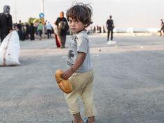 Refugee crisis : Lost children being split from parents