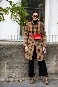 Unstuffy Suits Were All the Street Style Crowd Wanted to Wear on Day 8 of Paris Fashion Week - Fashionista Street Style 2018, Street Style Trends, Spring Street Style, Street Style Looks, Street Styles, Plaid Fashion, Winter Fashion Outfits, Women's Fashion, Helena Bordon