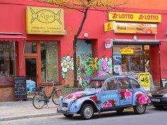 Citroën 2CV in Kreuzberg by pov_steve