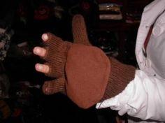 #Handschuhe mit Kappe, Futter aus Vlies, #Alpakawolle. Unsere wärmsten Handschuhe aus Alpakawolle gestrickt und einem Vlies als Futter. Die Kappe kann aufgeklappt werden, wenn es zu warm wird oder man etwas tun muss wozu man die Finger benötigt. Ideal für alle die im Winter viel draußen sein müssen, vergessen Sie kalte Hände für immer!