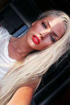 love the blue eyes with red lipstick (only some girls can pull this off)